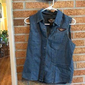 H-D woman's shirt sleeveless snap button